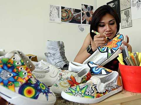 60a3afb2be11 Art on shoes - R.AGE