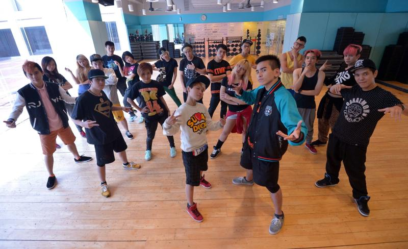 The finalists of Astro Battleground 2013 were flown to Japan for two weeks to learn from Japan's best dance instructors.
