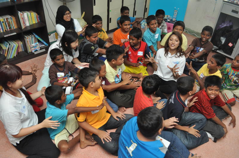 Malaysian celebrity Ziana Zain at a workshop for underprivileged children organised by Dutch Lady.