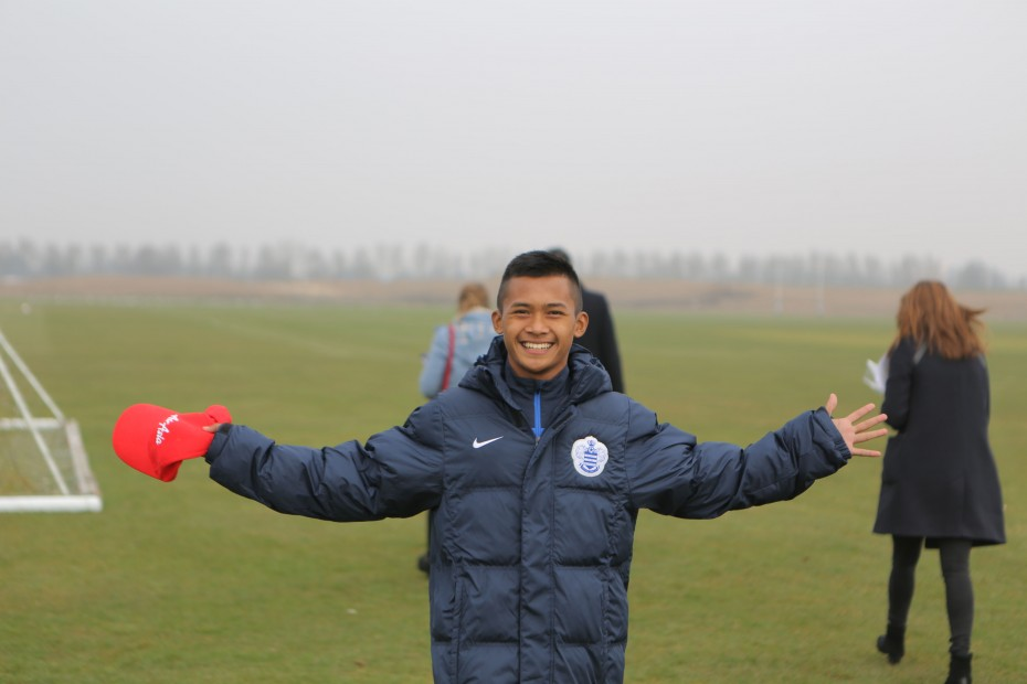 Upon arrival, the boys were given a complete kit each, which includes training jerseys and shorts, a compression top, socks, gloves, a beanie, a scarf, a bench jacket, a training jacket, a pair of training long pants, a QPR home kit as well as an away kit. The weather was cold so they were always in their bench jackets when they're not playing as seen here on Azmizan. Photo: AirAsia