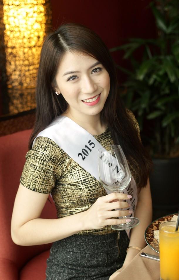 malaysian-actress-in-bikini-photos