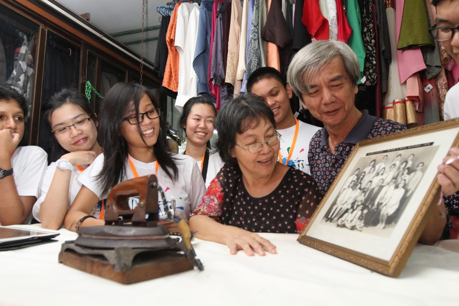 Chiew Kek Whye and Cindy Chow, the husband-and-wife duo behind Kedai Dobi Shanghai, showing #TeamIan some old family photos. Kedai Dobi Shanghai has done laundry for the past four Sultans of Johor.
