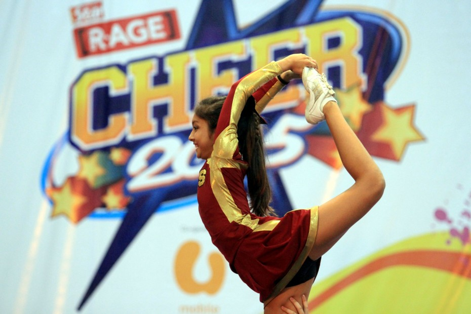A Zelts cheerleader performing an elevated scorpion stunt at CHEER 2015. The Zelts are the cheerleading club of Seri Emas International School, and they sent three teams to compete at the CHEER 2015 Finals.