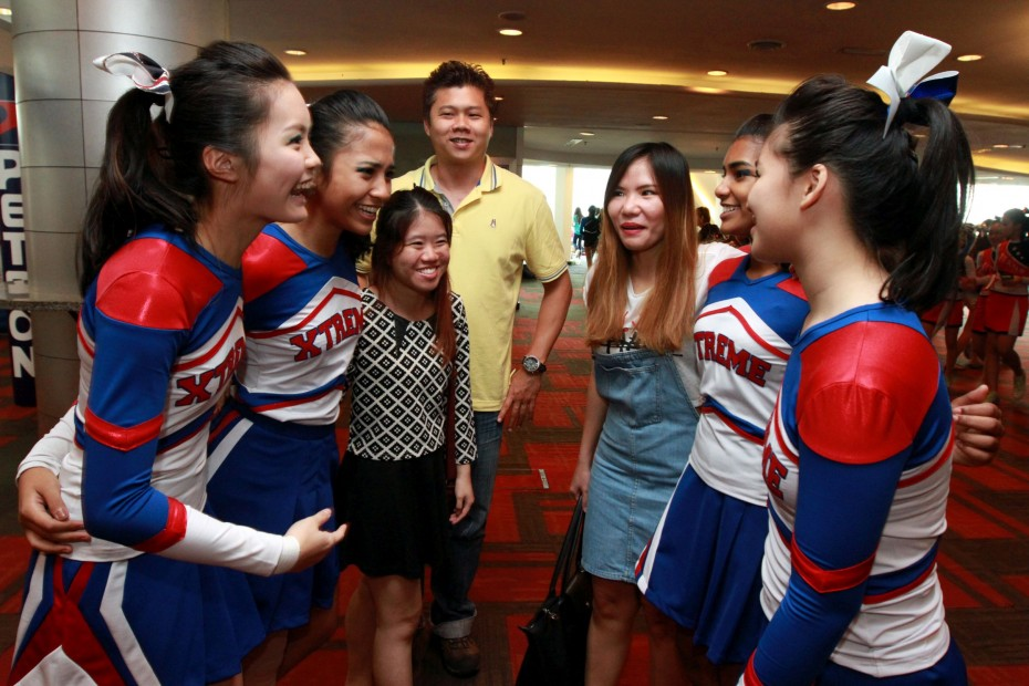 RSH (M) Sdn Bhd representatives Shern Ai (third from left) and Kiki Lee (fifth from left) were also present at CHEER 2015. RSH sponsored vouchers RM100 each.