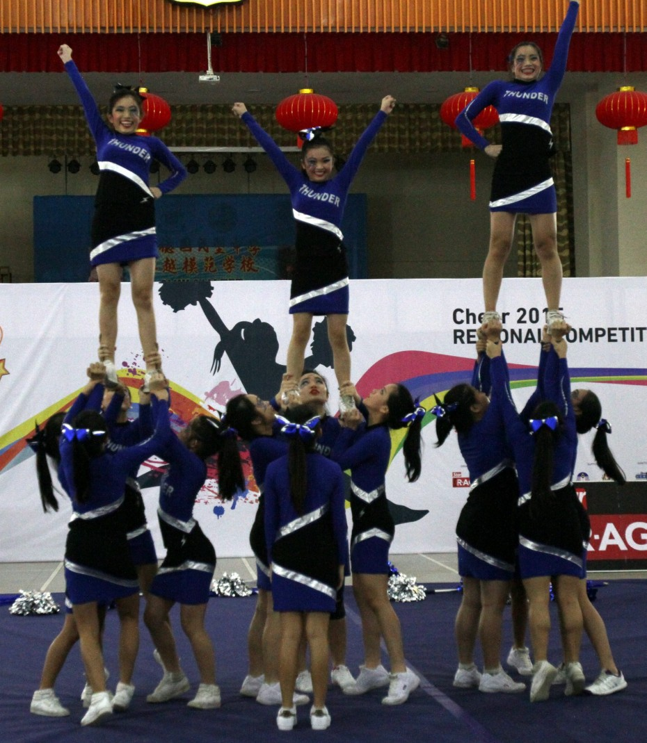 ipacheer260715 5... Team Thunder doing prep stunts during the CHEER 2015 Northern Regionals at SMJK Sam Tet Ipoh on July 26.