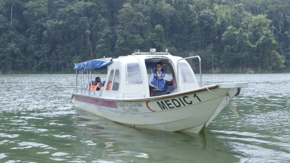The medical team on the way to Sungai Kejar for the fact-finding mission to verify the claims of the serawan disease. —Photo by: ELROI YEE/The Star