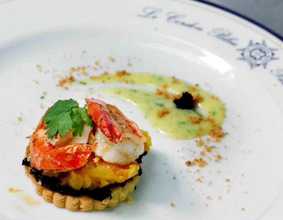 KY Speaks praised Siew daring usage of many ingredients to produce her dish of garlic prawn tart.