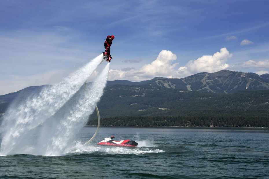 Flyboarding is way harder than it looks, but as R.AGE's Ultimate Noob, Jeremy gave it a go anyway. Poor him. — AP