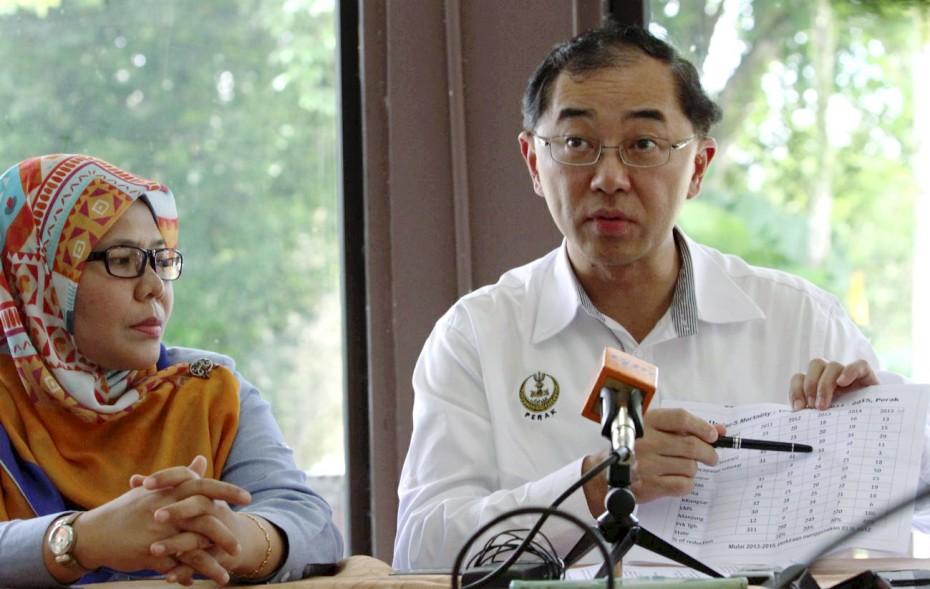 Datuk Mah Hang Soon declaring the statistic of children mortality of orang asli at Kampung Sungai Kejar. —Photo by: RONNIE CHIN/The Star