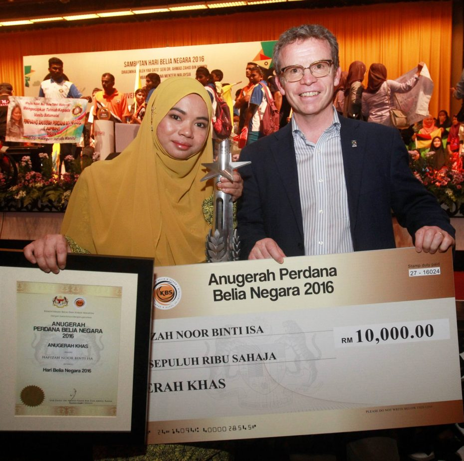 Hafizah received an award for her contributions to proving the existence of gravitational waves.