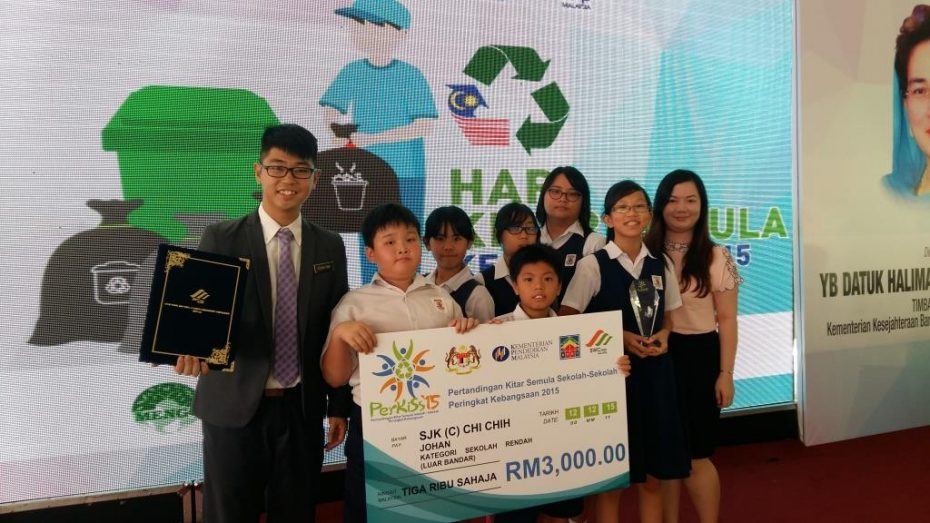 Ka (far left) along with his students after winning the national recycling award.