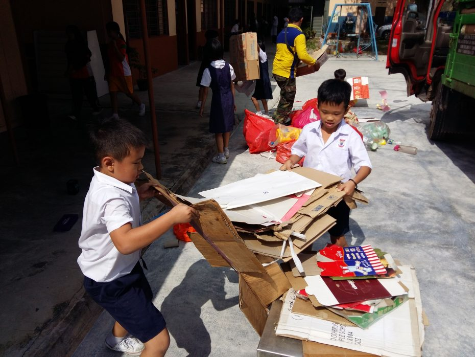 With environmentalist Loh leading the way, the entire SJK (C) Chi Chih rallied together to collect a total of 10 tonnes of recyclable materials within 10 months.