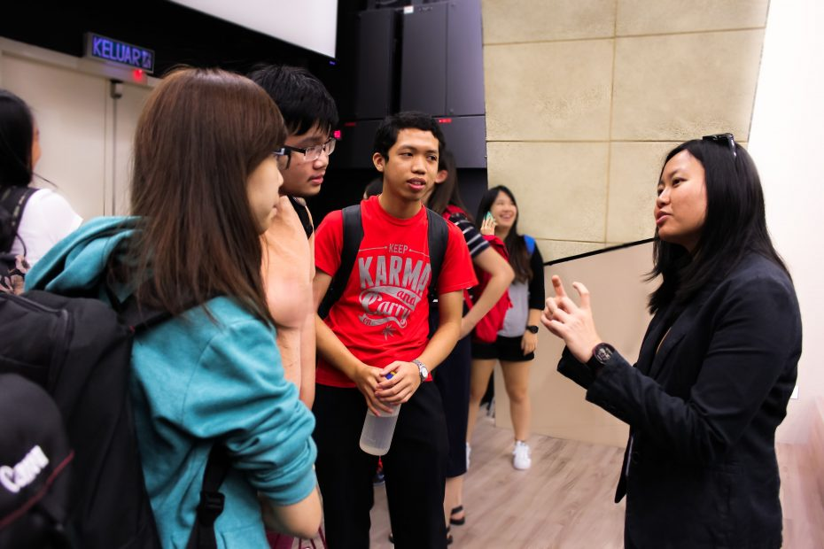 R.AGE producer Chen Yih Wen was at KDUUC to give a talk on the Predator in My Phone series.