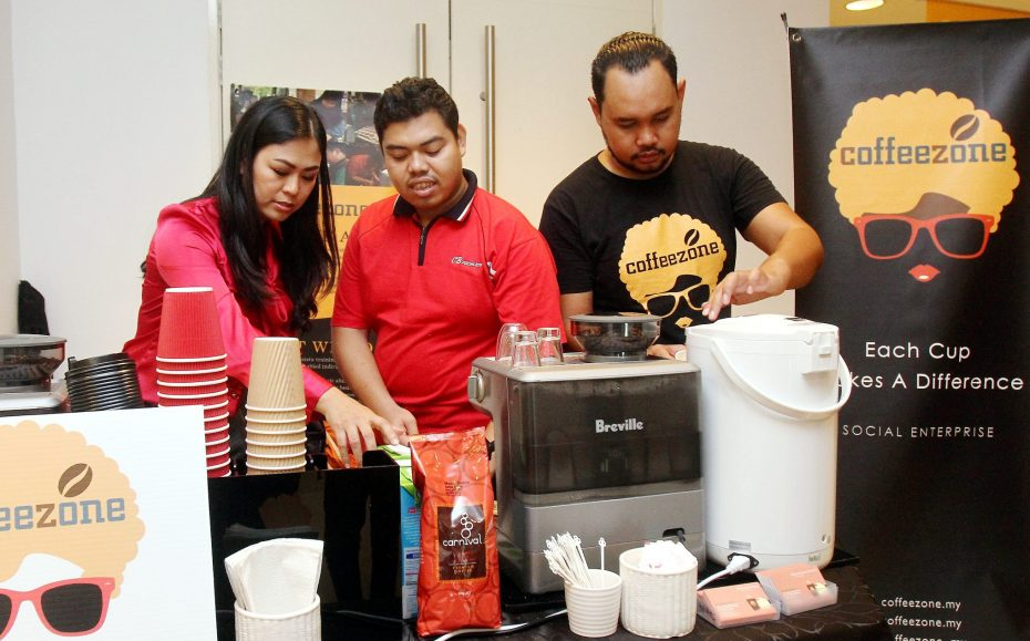 Fong (left) employs differently-abled people to help manage her coffee kiosks. — Photos: SHAARI CHEMAT/The Star