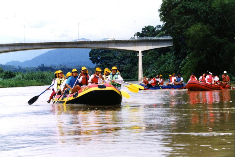 The BRATs rowing their boats down the Perak river during the 1995 Perak River Expedition, the first outdoor camp, three years after BRATs was launched. — Filepic